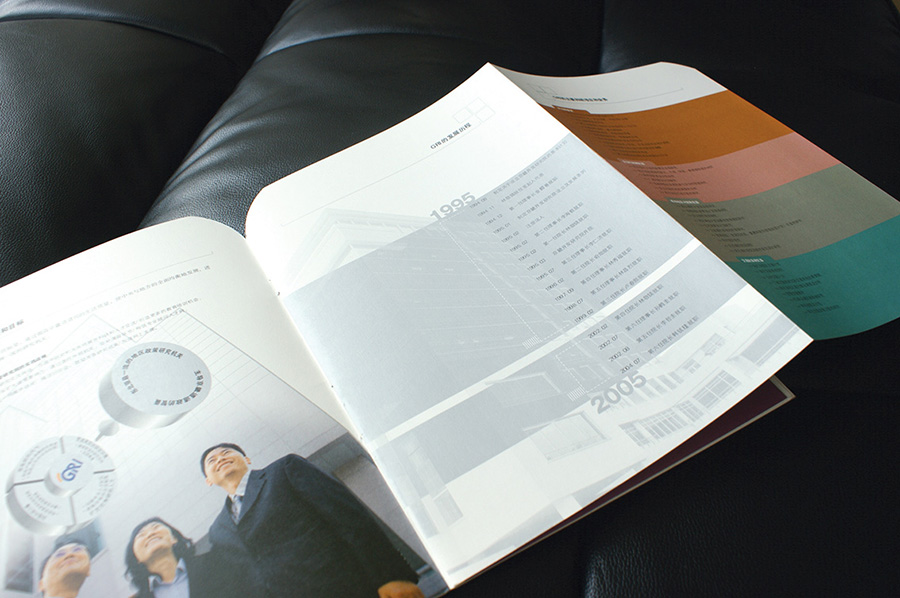 리플릿 디자인 편집 제작 전문업체 제품리플렛 제작 의뢰는 더레이아웃